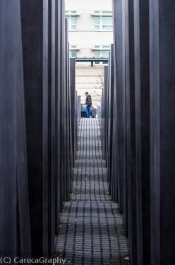 Bild 35 Stelen aus Beton zum Gedenken an eine Sonne unter der sich Deutschland damals unruehmlich br